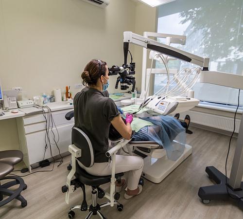 Клиника оснащена стоматологическими установками Dentsply Sirona